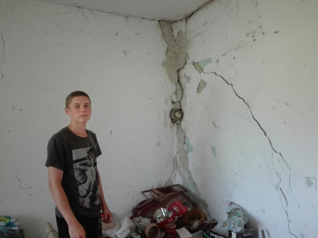 Maksim pored zida u staroj oštećenoj kući: Ovako je bilo nekada