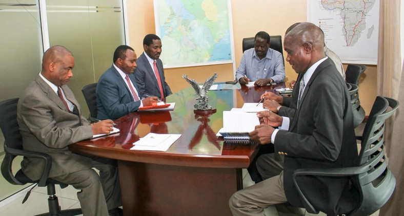 Trade CS Peter Munya receives advise from Raila Odinga during meeting at Capitol Hill