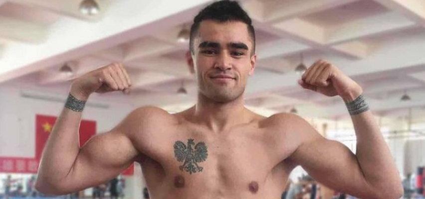 Samoańczyk w Tokio z... polskim orłem na piersi. Skąd taki tatuaż? Niezwykła historia 22-letniego boksera