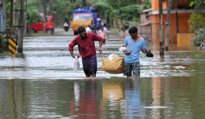 Powódź w Indiach. Szesnaście ofiar, 140 tysięcy ewakuowanych