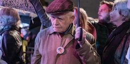 Poruszające! 87-letni profesor przed Pałacem Prezydenckim