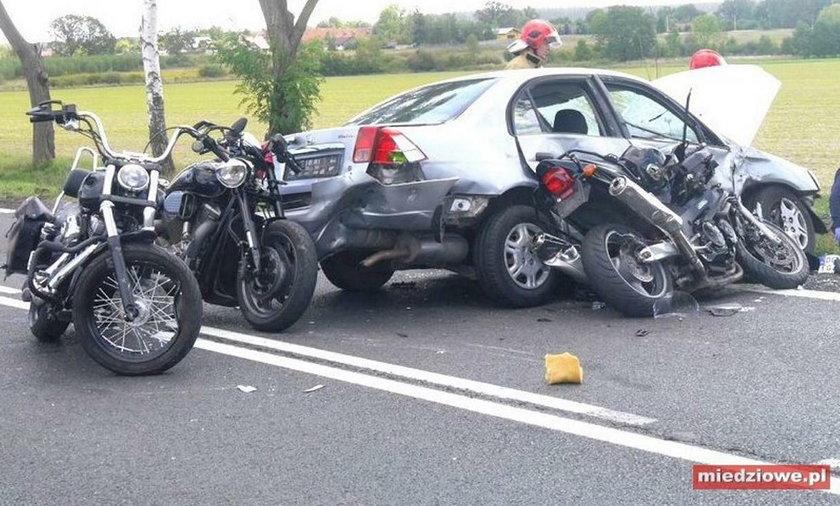 Motocykliści jechali na wesele. W kolumnę uderzyło auto!
