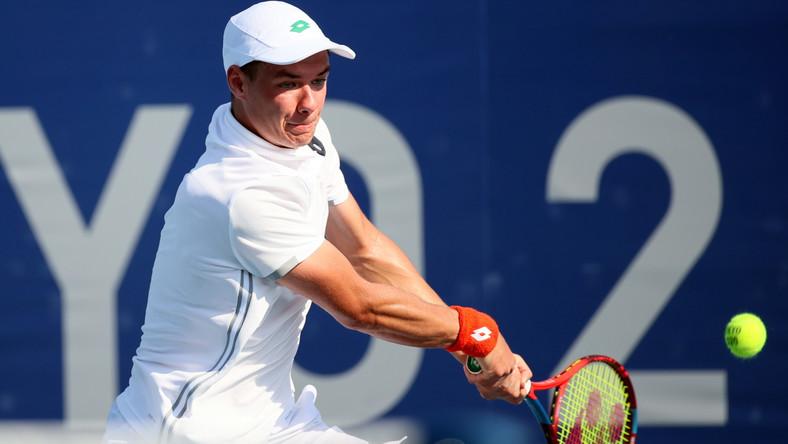 Polak Kamil Majchrzak podczas meczu 1. rundy turnieju tenisisistów z Serbem Miomirem Kecmanoviciem