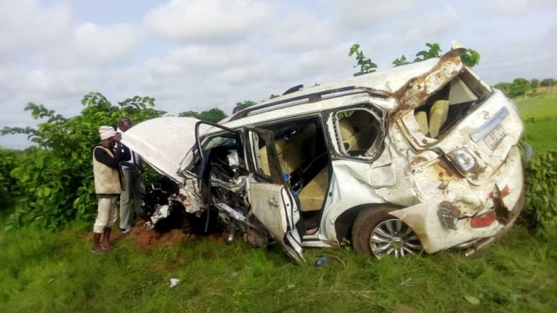 Gov't delegation involved in accident; 3 in critical condition