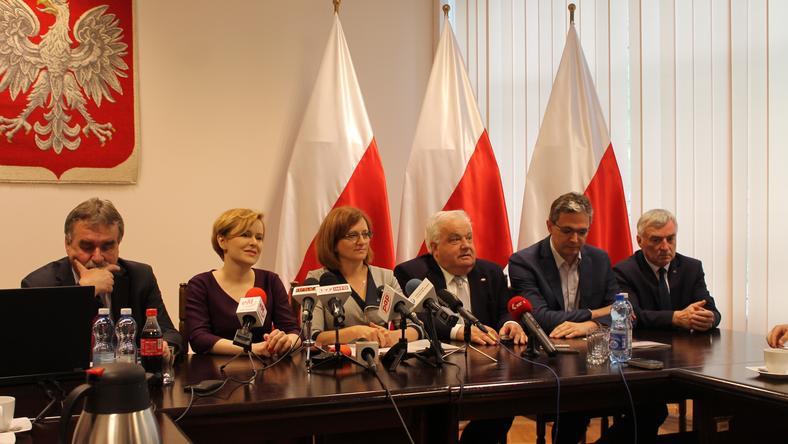 Od lewej: Wojciech Lubawski, Anna Krupka, Agata Wojtyszek, Włodzimierz Lewandowski, Adam Jarubas, Andrzej Bętkowski.