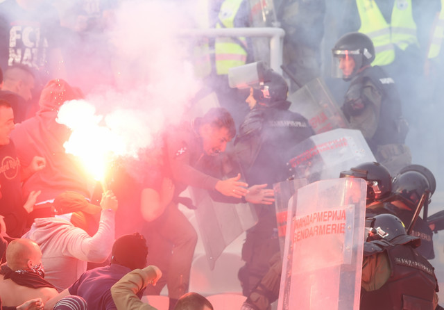 Sukob navijača Crvene zvezve i policije na 161. večitom derbiju