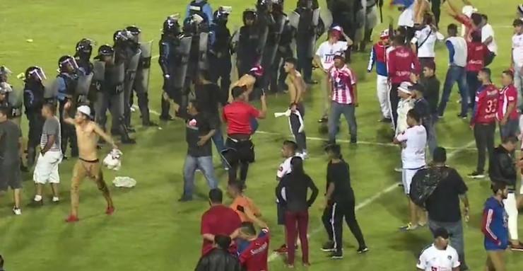Haos na stadionu u Hondurasu