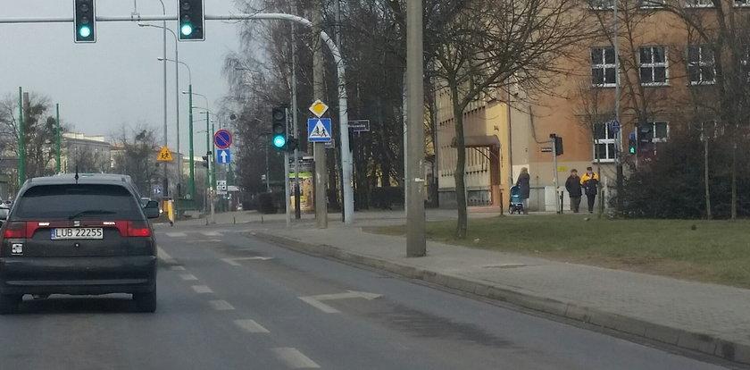 Zniknął słup, który stał na środku chodnika