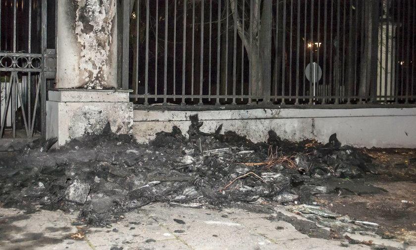 Prokuratura umorzyła śledztwo ws. podpalenia budki przy ambasadzie Rosji