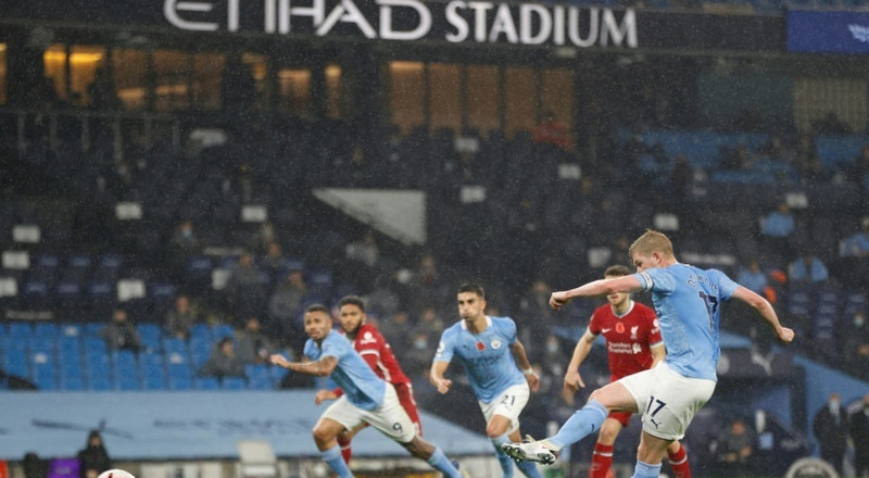 Man City pay penalty for De Bruyne's miss in Liverpool draw