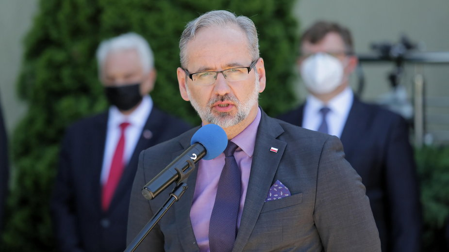 Minister zdrowia Adam Niedzielski podczas konferencji prasowej w Olsztynie