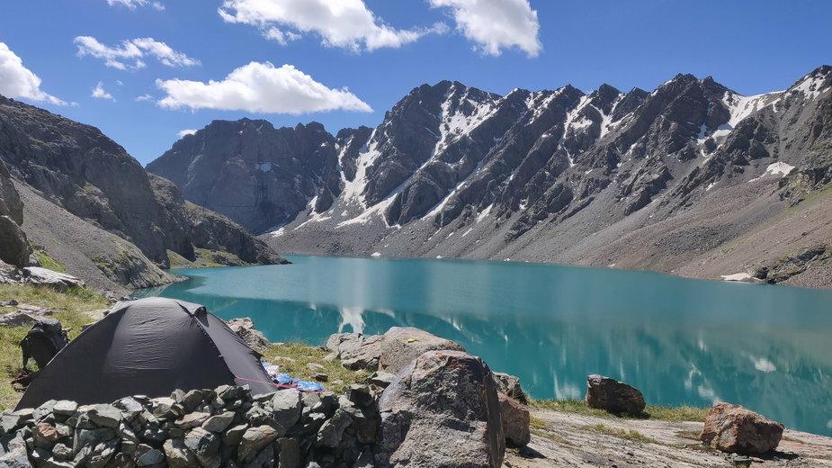 Nocleg pod namiotem w Kazachstanie.