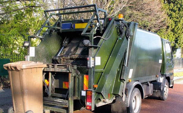 Rada Warszawy uchwaliła, że najwcześniej od lutego będzie obowiązywał nowy system opłat za odbiór odpadów komunalnych