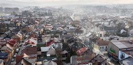4 lata temu rząd zapowiadał walkę ze smogiem, a do wymiany zostało... 3 miliony kopciuchów