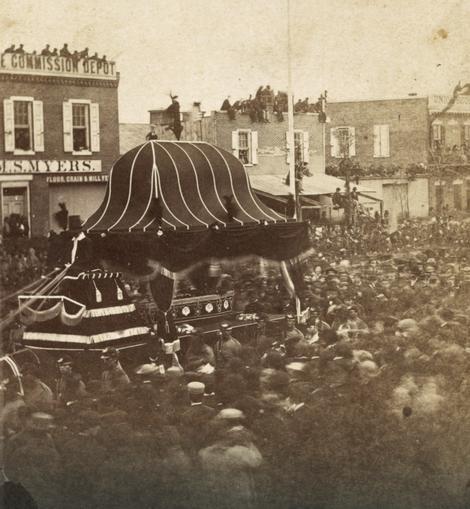 Poslednji ispraćaj ubijenog predsednika u Filadelfiji, aprila 1865.