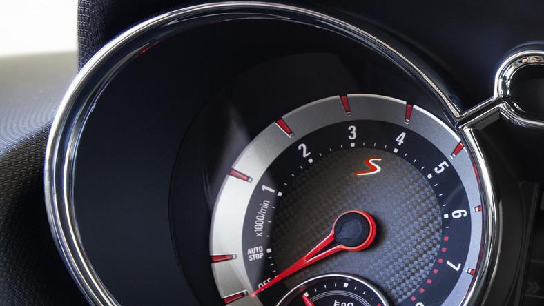 Opel adam S to nowość niemieckich inżynierów na czas salonu samochodowego w Genewie. Trzydrzwiowe auto o długości ponad 3,70 m ma bardziej zadziorną urodę. Mówiąc wprost w porównaniu do zwykłego adama nie jest tak… cukierkowy. Jednak znacznie ważniejsze jest to co kryje się pod spodem…