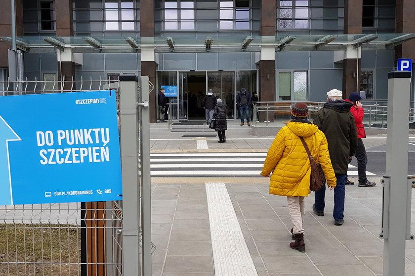Minister zdrowia Adam Niedzielski wprowadził tymczasowego przedstawiciela resortu do warszawskiego szpitala