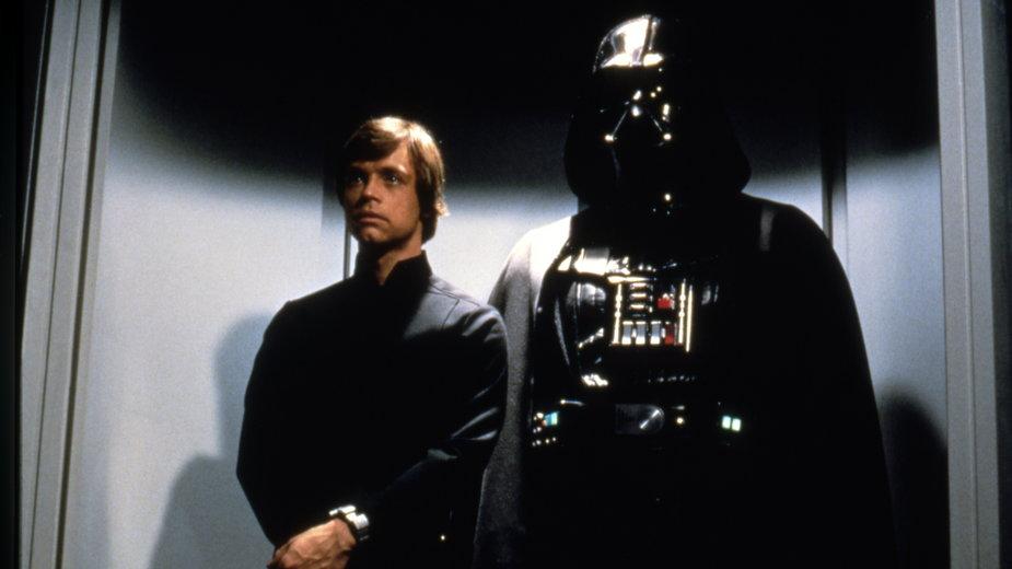 """Mark Hamill i David Prowse w filmie """"Gwiezdne wojny: Część VI - Powrót Jedi"""" (1983)"""