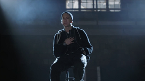 "Eminem prezentuje ""Guts Over Fear"""