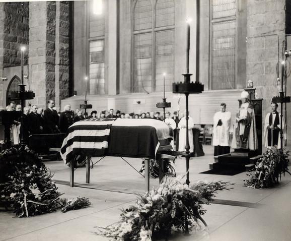 Teslino telo bilo je dva dana izloženo u poznatoj pogrebnoj sali na Medison aveniji