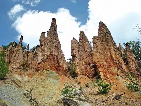 Đavolja varoš je magnet za turiste, godišnje je poseti oko 50.000 ljudi, a od inostranih gostiju najredovniji su Poljaci