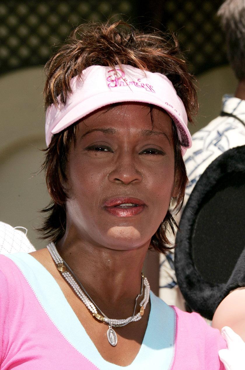 Raport sekcji zwłok Whitney Houston: nie miała zębów, traciła głos