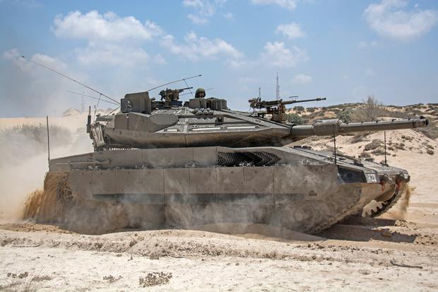 Merkava Mk 4 to czołg o masie około 65 ton, wozy z rodziny T-72 ważą około 20 ton mniej