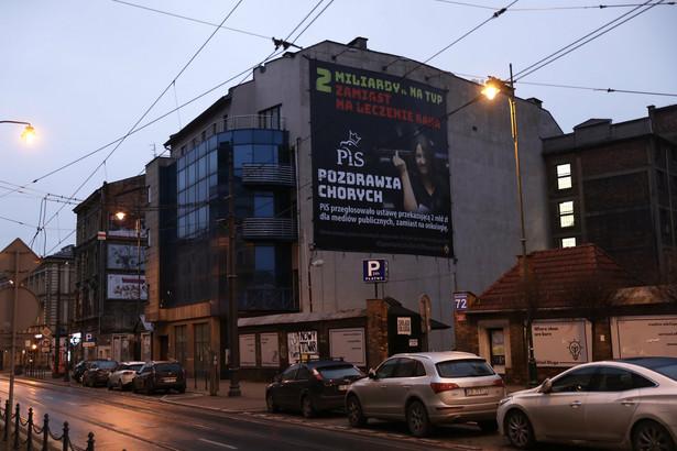 Joanna Lichocka złożyła prywatny akt oskarżenia przeciwko Marcinowi Mycielskiemu i Bartoszowi Kramkowi, którzy zorganizowali w internecie kampanię mającą na celu zabranie funduszy na publikację billboardów.