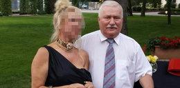 Wałęsa z blondyną w obroży, a jego żona...