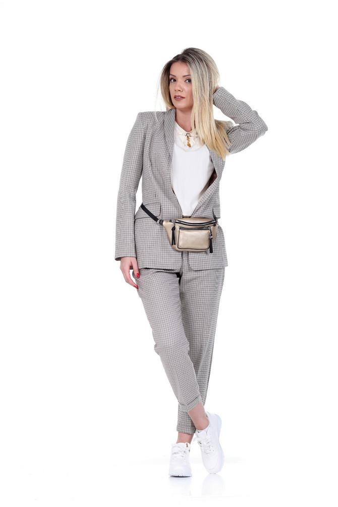"Sako i pantalone ""Reserved"", 4.999 i 3.999 din, bluza ""P.... S.... fashion"", 2.990, tašnica ""Oviesse"", 2.990 din, patike ""Metro"", 2.190 din"