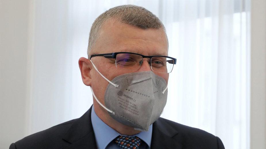 Dr Grzesiowski proponuje wyłączenie zaszczepionych z lockdownów