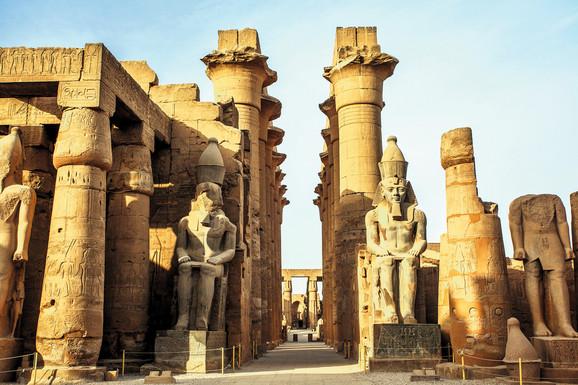 Stubovi i stepeništa postoje još u ranodinastičkom periodu drevnog Egipta