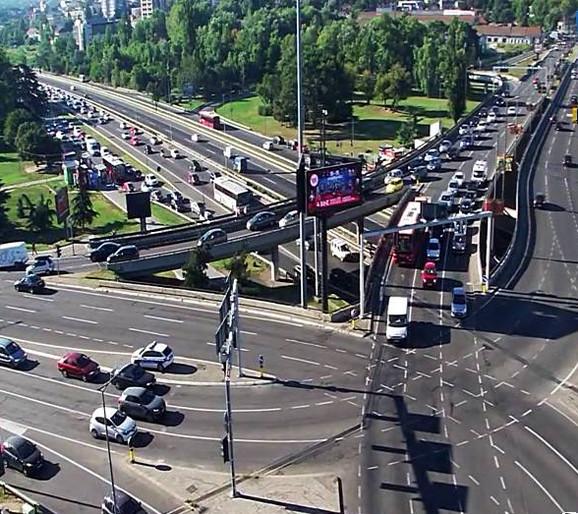 Saobraćajne gužve formiraju se i na Autokomandi