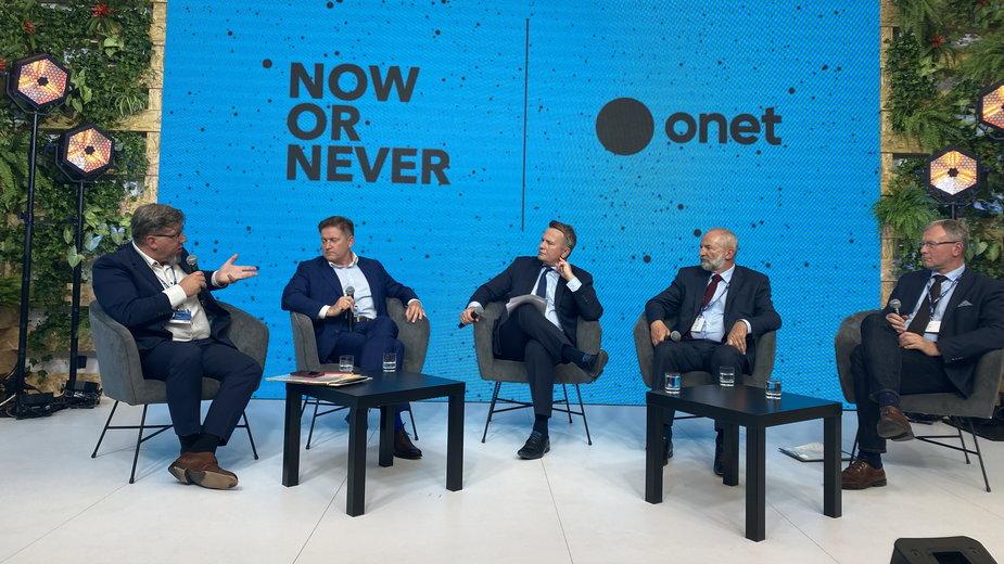 Debata o mediach w Karpaczu. Od lewej: Witold Kołodziejski, Aleksander Kutela, Andrzej Stankiewicz, Juliusz Braun i Bogusław Chrabota