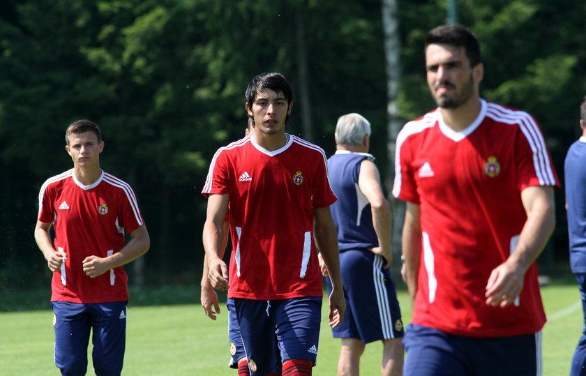 Testowany Wenezuelczyk Jose Romo poznał smak ciężkiej pracy.
