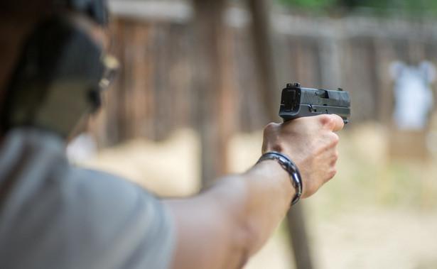 Strzelnica, pistolet