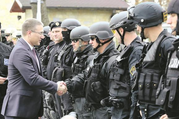 Trudimo se da jačamo svoje snage i svoju zemlju, ali ne samo na vojnom planu, već i na ekonomskom i  političkom