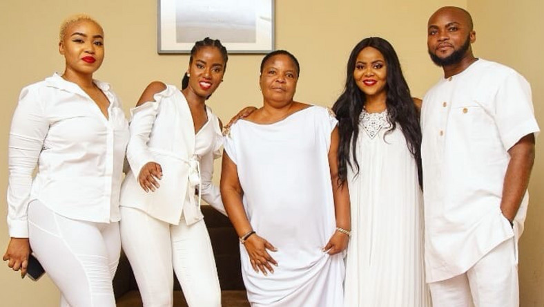 MzVee with her siblings and their mother