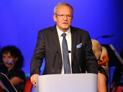 """Tworzenie """"multienergetycznego"""" koncernu z Orlenu poprzez fuzję z Lotosem i przejęcie Energi nie ma sensu - uważa dr Janusz Steinhoff. Jego zdaniem, przejęcie Energi ma zapewnić przychody do budżetu państwa"""