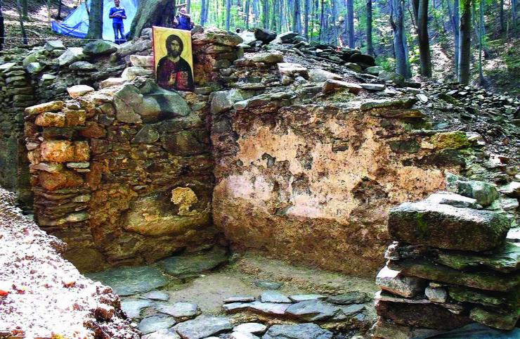 513087_kragujevactopolaselo-manojlovcimanastir-iz-srednjeg-veka120914ras-foto-nebojsa-raus06
