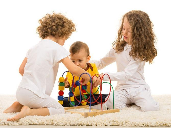 Koja je podloga najbolja za igru i kako nepravilno sedenje može da utiče na motorni razvoj dece?