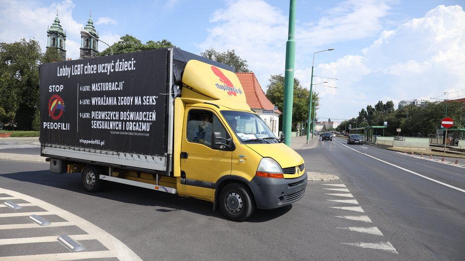 Homofobiczna ciężarówka na ulicach Poznania