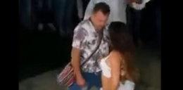 Poniosło go ze striptizerką. Zapomniał, że żona jest obok...