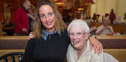 87-latka utknęła w wannie na 4 dni. Uratowała ją kelnerka