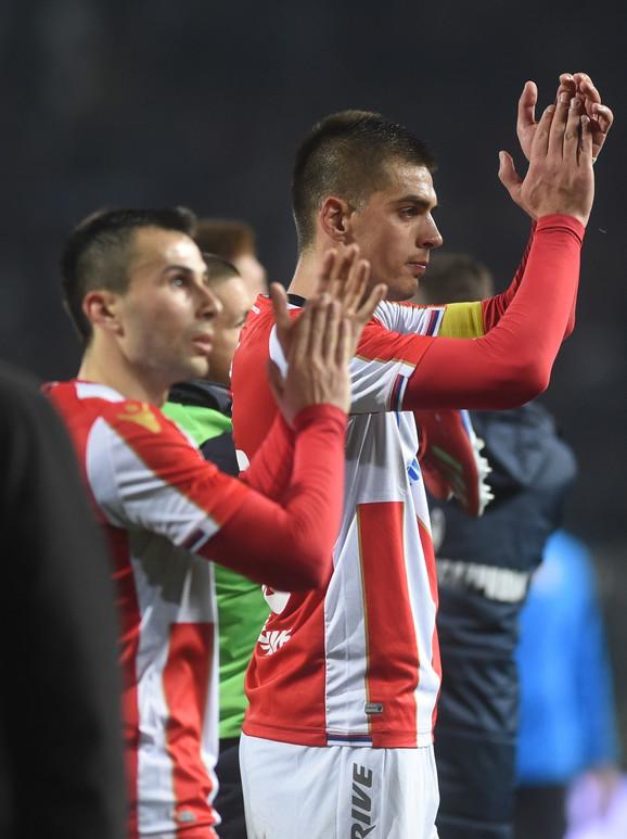 Vujadin Savić i Milan Gajić pozdavljaju navijače