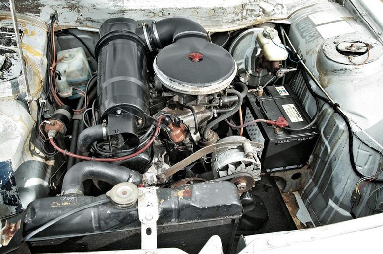 Peugeot 504 był napędzany silnikiem benzynowym 1.8 l o mocy 83 KM.