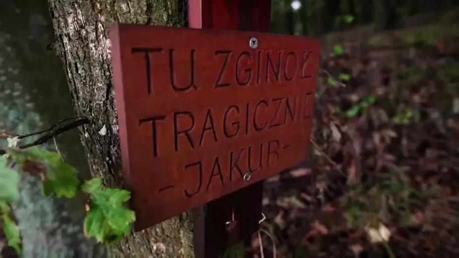 Fragment krzyża upamiętniający miejsce, gdzie znaleziono ciało
