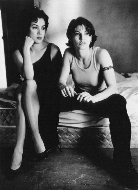 """Corky i Violet, """"Brudne pieniądze"""", reż. bracia Wachowscy, 1996 r."""