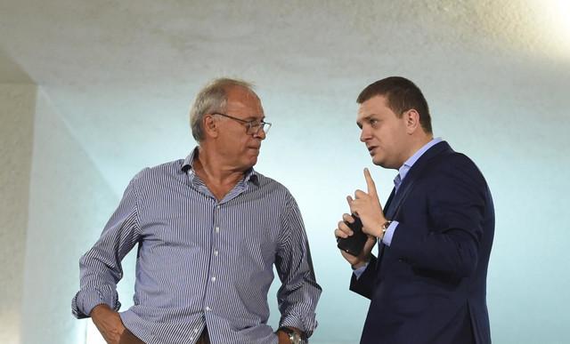 Milorad Vučelić, Miloš Vazura