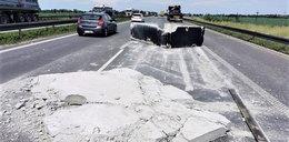 Szok na A4! Na autostradę spadł kawał betonu